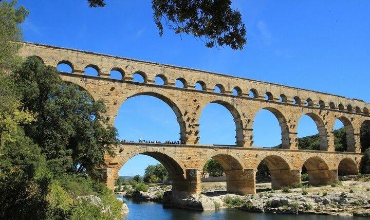 Rédaction de l'acte de vente pour vendre sa maison dans le Gard